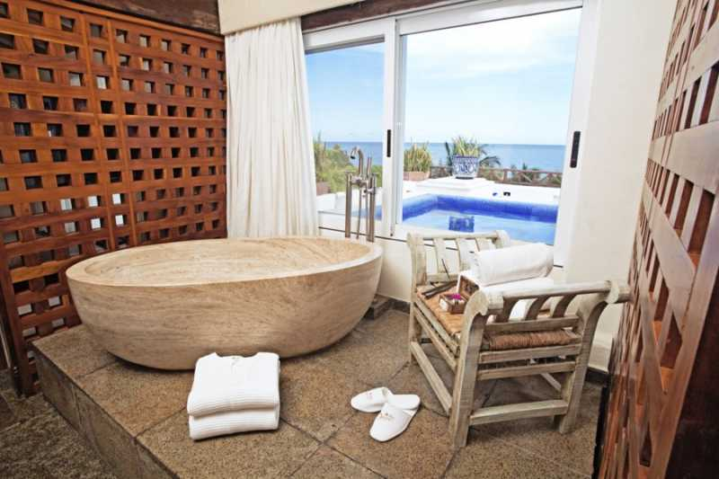 Penthouse Passion Suite Tub View