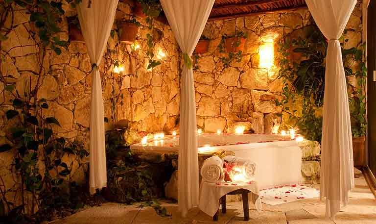 Desire Pearl Spa Jacuzzi area